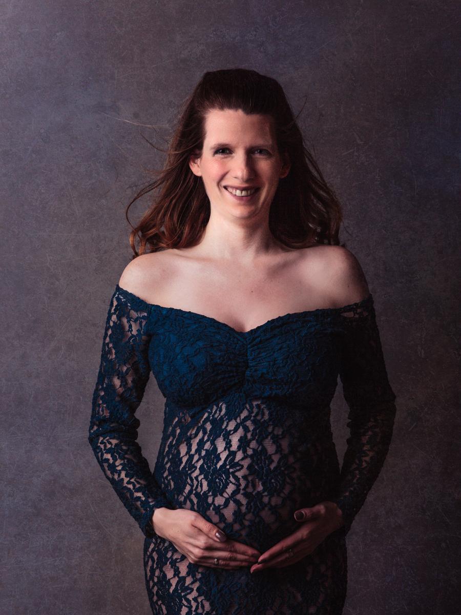 Schwangere-Frau-Fotograf-Babybauch-Schwangerschaft-foto-Studio-Babybauch-Krefeld-Kempen-Kerken-Fotograf-in-kempen